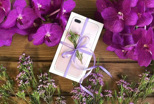 Смартфон в подарок фото